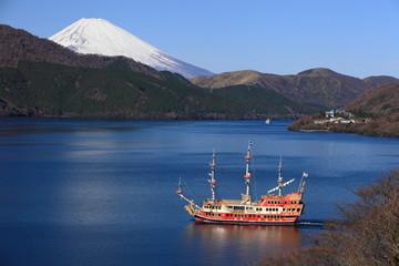 箱根芦ノ湖 富士山と海賊船
