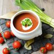 Tomatensuppe mit frischen Zutaten