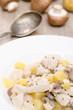 Putenfleisch mit Kartoffeln und Pilzen als Frikassee