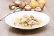 Teller mit Frikassee vom Geflügel