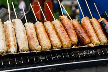 grills fresh sausages