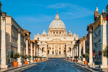 Roma, Vatican,  San Pietro cathedral at sunrise