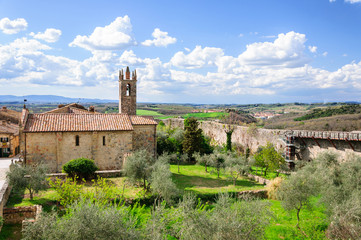 Monteriggioni rampart, Tuscany, Italy