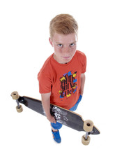 Junge mit Skateboard/Longboard