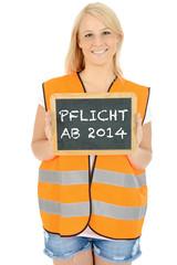 """Frau in Warnweste mit Schild """"Pflicht ab 2014"""""""