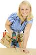 Weiblicher Heimwerker mit Akkubohrer