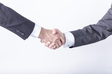 Männer schütteln sich die Hände