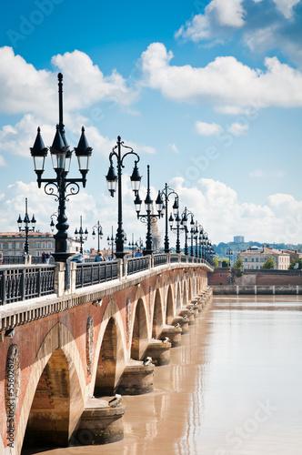 Papiers peints Pont Old bridge in Bordeaux, France