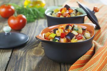Steamed vegetables in pots portioned