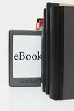 eBook, eingereiht zwischen Büchern
