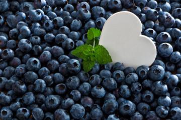 Heidelbeeren, Blaubeeren mit weißem Herz, Textfreiraum