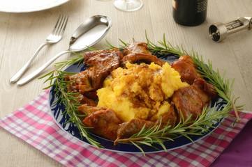 Coniglio con polenta