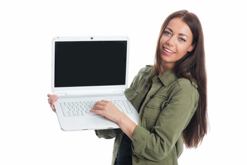 Brünette Frau mit Laptop