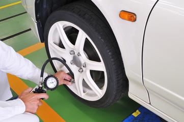 タイヤ空気圧の点検