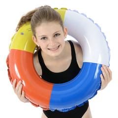 Teenager mit Schwimmreifen