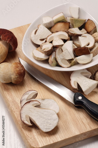 Fresh ceps/ porcini whole and cut