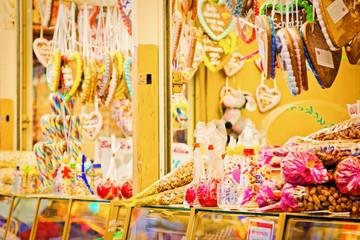 Süßigkeitenstand auf dem Jahrmarkt