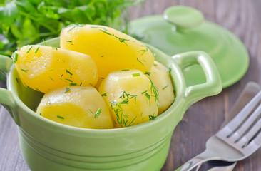 boiled potato in green bowl