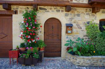 飾られたドア