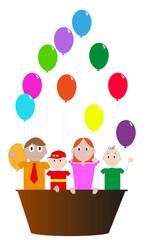 bambini che giocano con dei palloncini