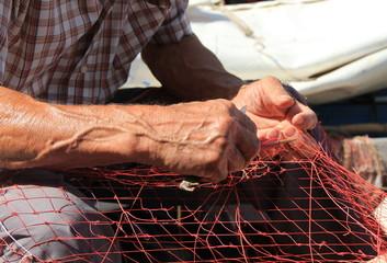 La cucitura delle reti da pesca