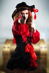Piratin mit Schatz