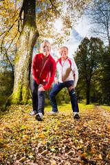 Senioren beim Sport Training im Wald