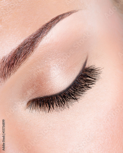 Long curly eyelashes - 55736899