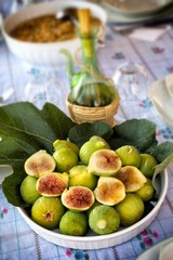 Plate of ripe figs - Fichi