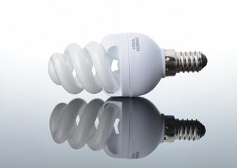 Energy saving light bulb with reflection