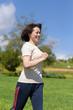 ジョギングする女性