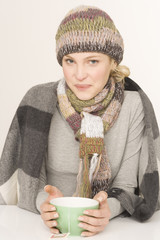 Frau mit Teeschale, Portrait