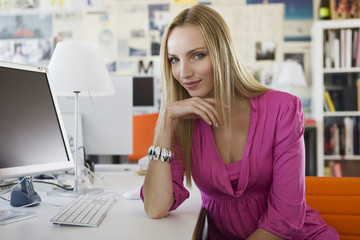 Junge Frau im Büro, Portrait