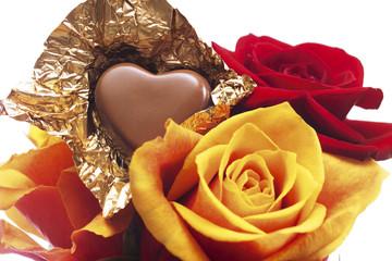 Schokoladen-Herz mit Rosen