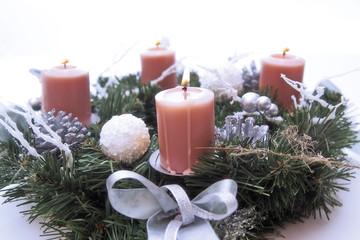 Kerzen im Advent Kranz, Nahaufnahme