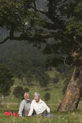 Österreich, Karwendel, Älteres Paar auf dem Lande