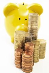 Sparschwein und Euro-Münzen