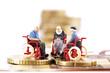 Figuren in Rollstühlen auf Münzen