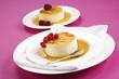Crème Caramel mit Johannisbeeren