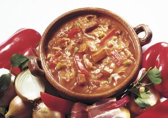 Szegediner Gulasch mit Peperoni