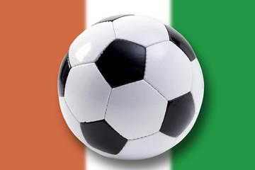Fußball und Flagge der Elfenbeinküste