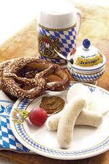 Typisch bayerische Weißwurst mit Bier