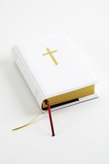 Zugeklappte Bibel, Nahaufnahme
