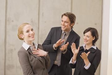 Geschäftsleute in einer Sitzung, Applaus