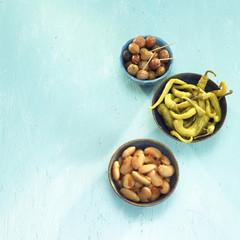Griechischen Vorspeisen, eingelegte Oliven, Peperoni und Bohnen