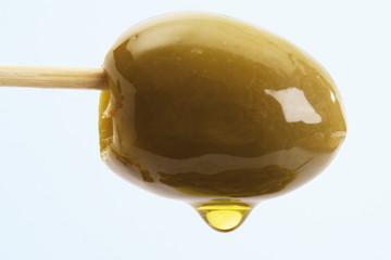 Grüne Olive am Spieß