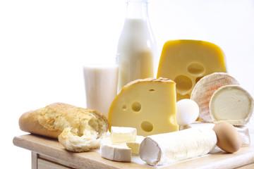 Foodstill mit Käse, Eier und Milch