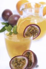 Orange und Passionsfrucht-Saft