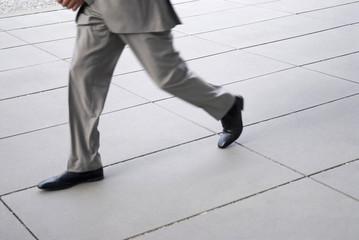 Geschäftsmann läuft