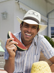 Mann isst Wassermelone, Nahaufnahme